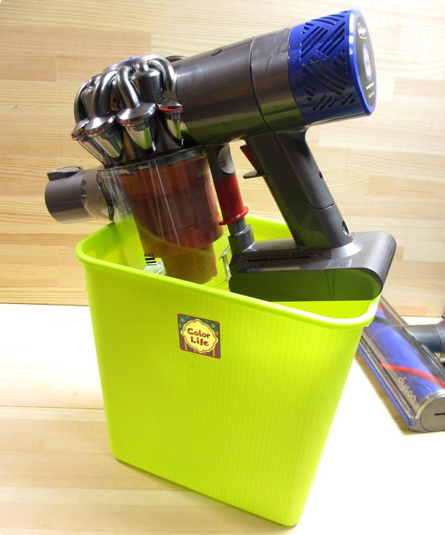 ダイソンコードレスクリーナー 埃を舞い上がらせないようにゴミを捨てる方法