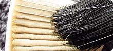 コードレス掃除機のフィルター掃除に便利なダスター刷毛