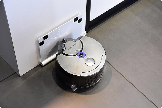 お掃除ロボットが苦手な場所を掃除するのに最適なコードレス掃除機