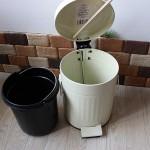 フタ付きゴミ箱(ペダル式)