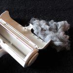 その辺の掃除機より、犬・猫の抜け毛を効率よくかきとれる「ぱくぱくローラー」のレビュー