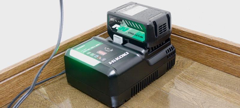 R36DAの充電器(UC18YDL2)